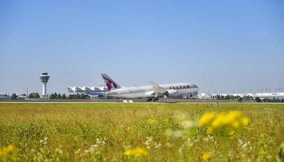 Start einer Boeing 787-8 der Qatar Airways