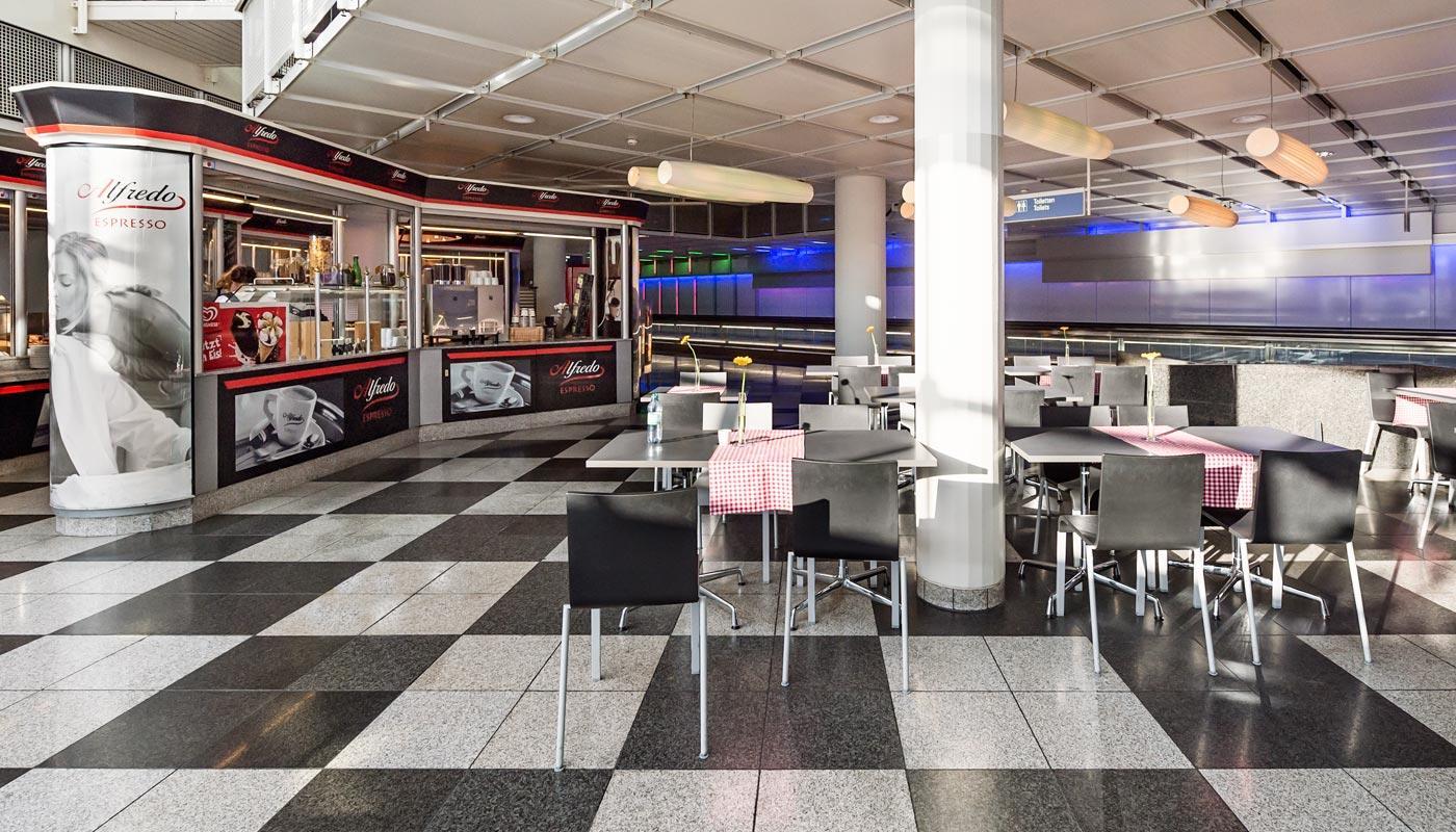 alfredo bar biergarten flughafen m nchen. Black Bedroom Furniture Sets. Home Design Ideas